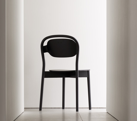 Sayhello is Articles brand new version of the classic café chair.